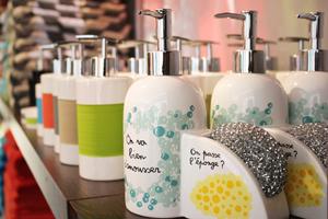 Porte-savons, Gobelets & porte-brosses à dents, Porte-serviettes, Rideaux & accessoires de douche, Trousses de toilette & flacons de voyage, Bien-être & soins